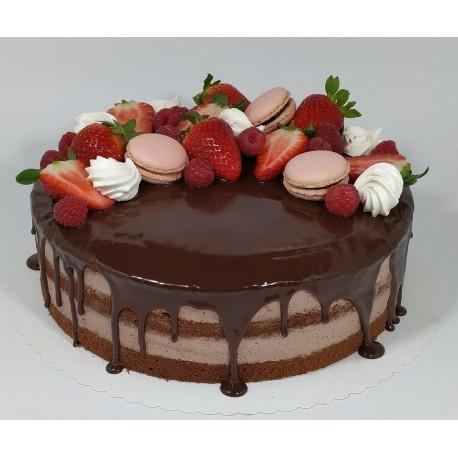Čokoládový semi-naked dort s makronkami, pusinkami a čerstvým ovocem