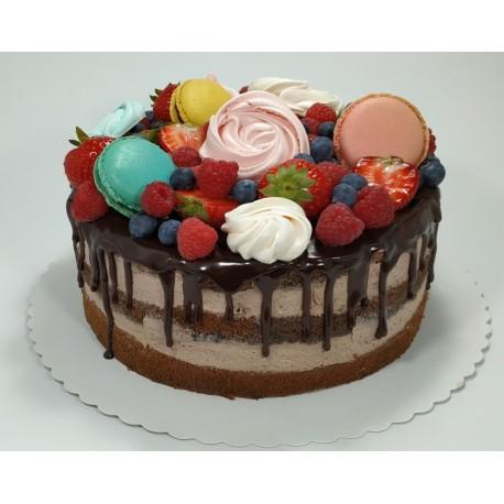 Čokoládový semi-naked dort s makronkami, pusinkami a čerstvým ovocem (FULL TOP)