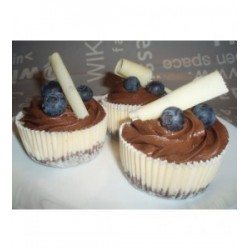 minicheesecake-s-mousse-z-horke-cokolady-a-cerstvymi-boruvkami