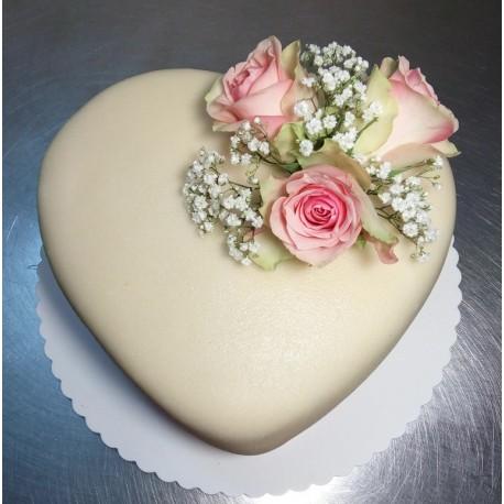 Marcipánové srdce s dekorací živých květin