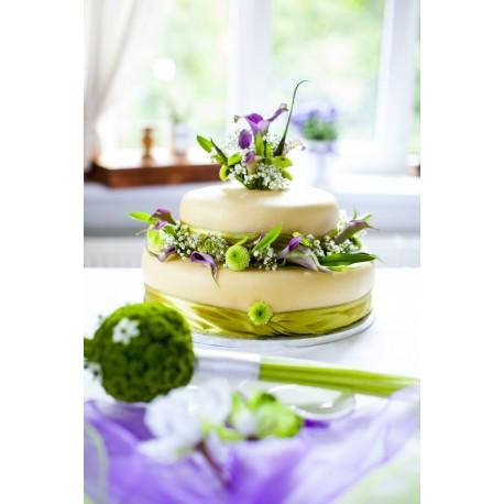 Letní marcipánový dort s květy kaly a chryzantém
