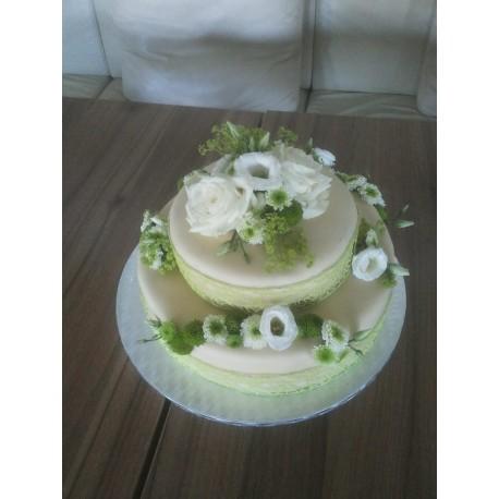 Jarní marcipánový dort s květy růží a chryzantém