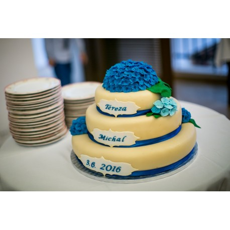Marcipánový dort s jedlými hortenziemi