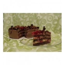 cokoladovy-dort-s-banany-a-malinami