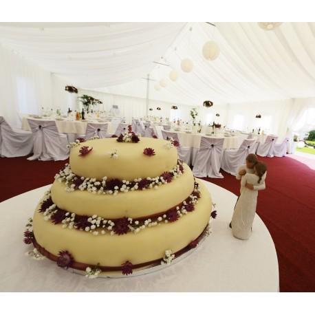Svatební letní marcipánový dort s květy slaměnek