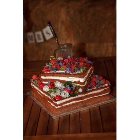 Svatební letní naked dort s květinami a čerstvým ovocem